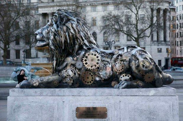 clock-lion